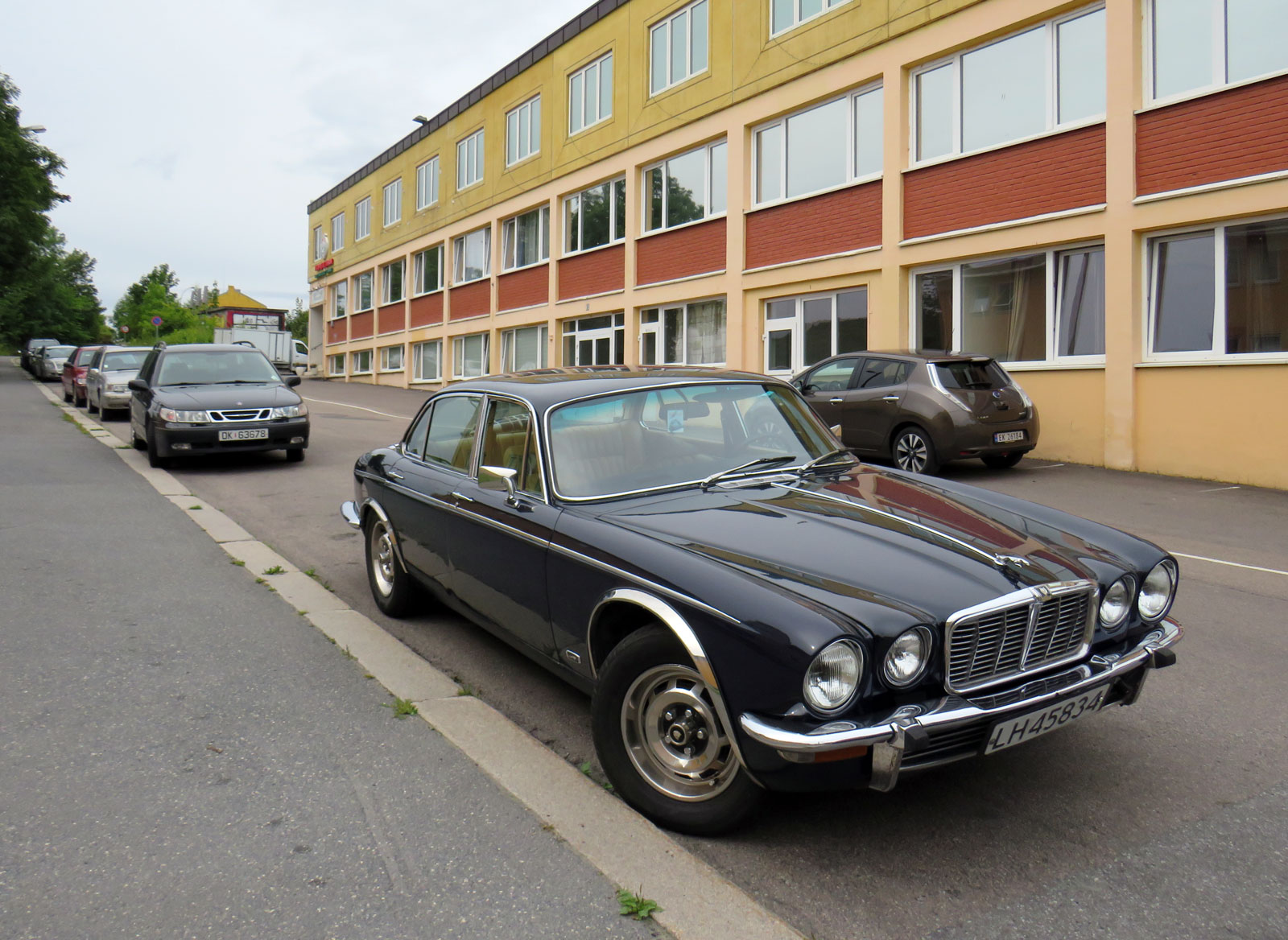 1975 Jaguar XJ 4.2 Daimler Oslo Norway parked