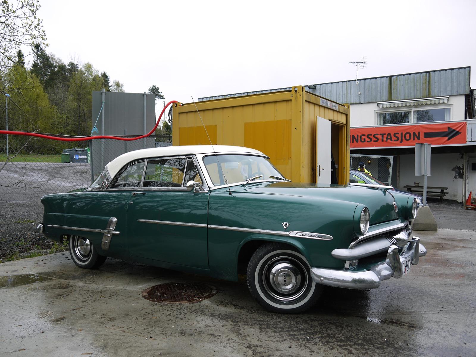 1953 Ford Crestline Victoria Classic american car Oslo Norway
