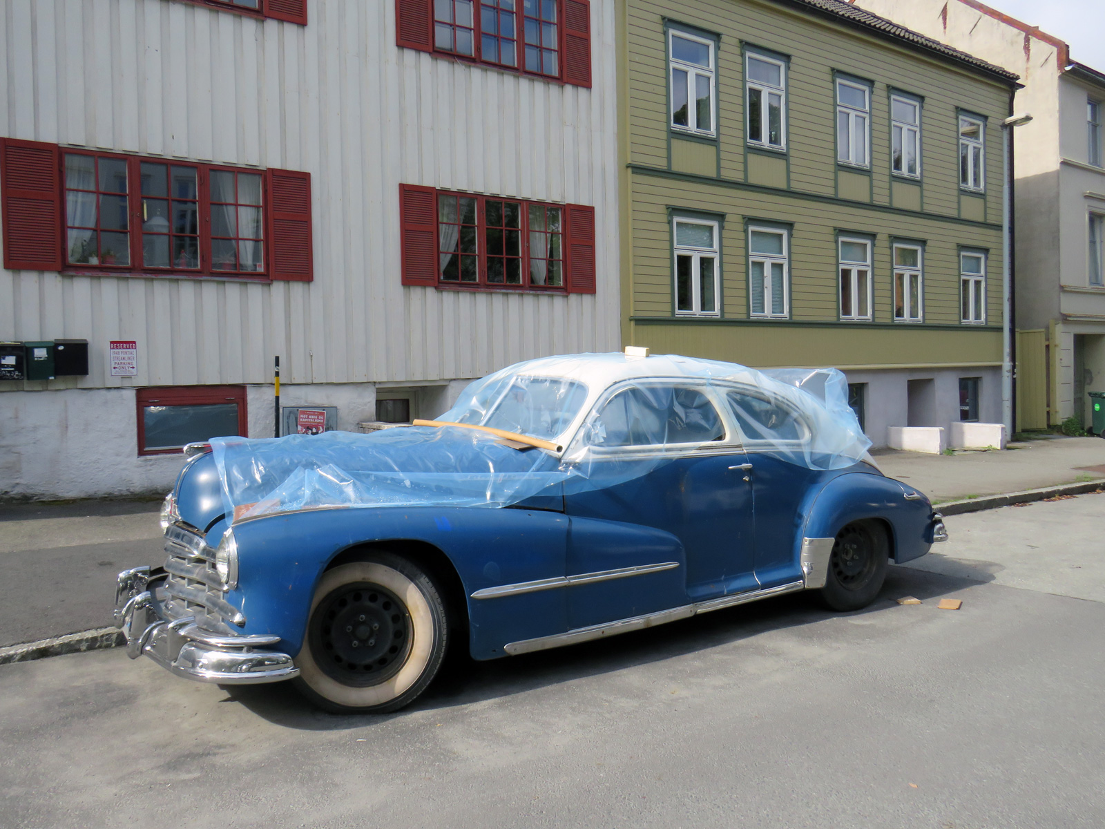 1948 Pontiac Deuxe Torpedo Eight Streamliner sedan coupe Trondheim Norway