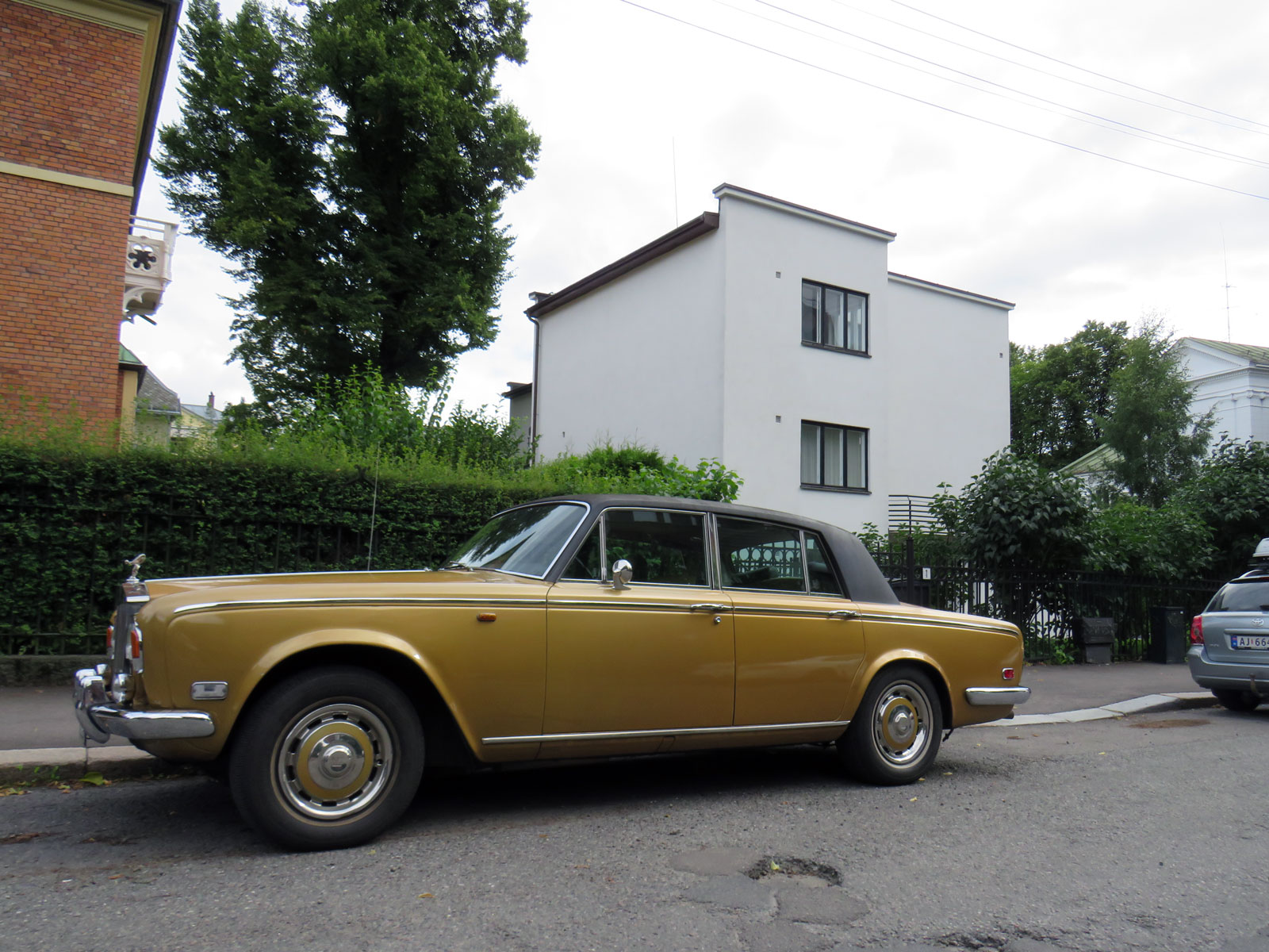 1975 Rolls-Royce Silver Shadow british luxury sedan